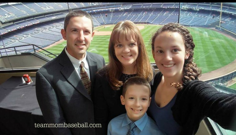 lead-off-luncheon-family-pic